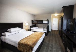 Skyline Hotel Queen Room with Bunk Bed